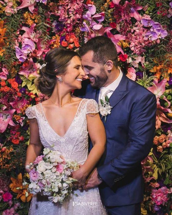 Painel de flores para festa de casamento