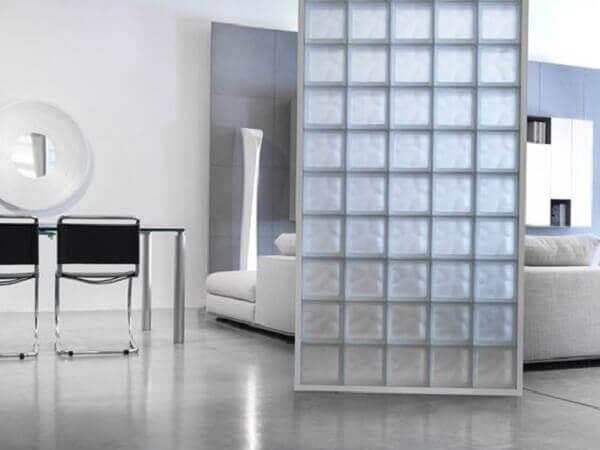 Parede de vidro com divisória divisória