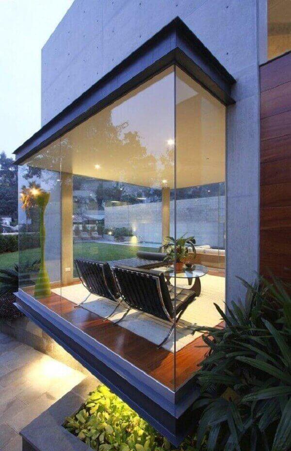 Parede de vidro em casa de alto padrão