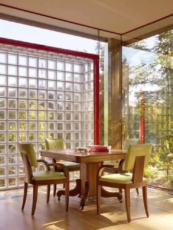 Parede de vidro em sala de jantar