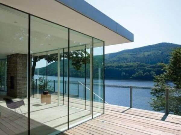 Parede de vidro translúcido