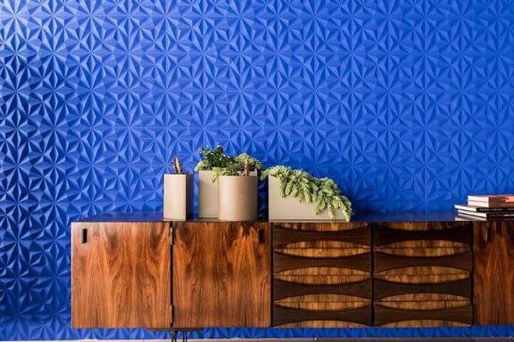 Parede em tons de azul escuros Projeto de Guilherme Torres
