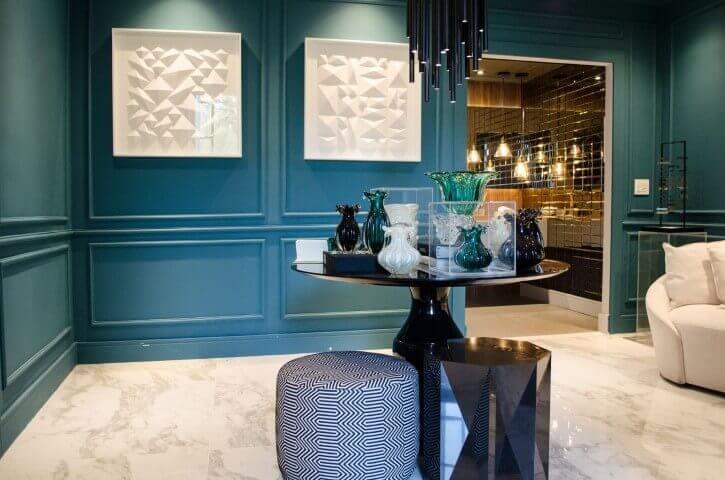 Paredes em tons de azul Tiffany em sala de estar Projeto de Casa Cor SP 2017