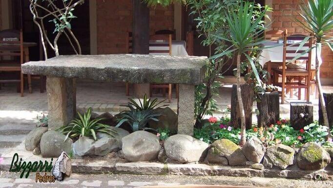 Pedras para jardim como banco e decorativas Projeto de Pedras Bizzarri
