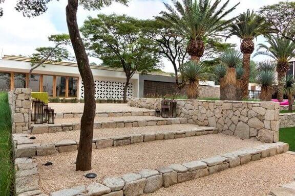 Pedras para jardim em escada Projeto de Daniel Nunes Paisagismo