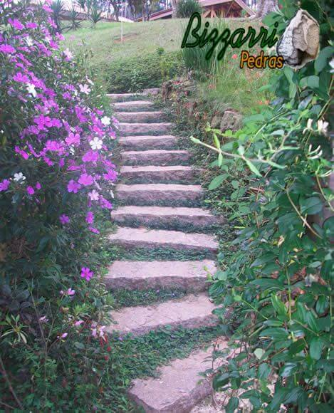 Pedras para jardim formando uma escada Projeto de Pedras Bizzarri