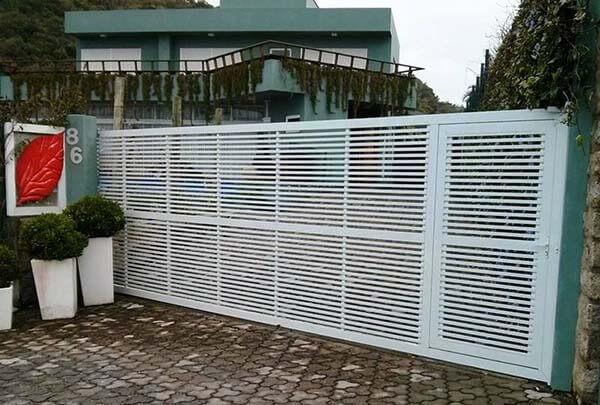 Portão de alumínio branco para casas grandes