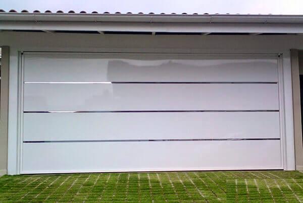 Portão de alumínio com friso