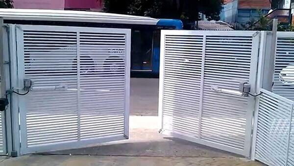 Portão de alumínio de abrir com motor