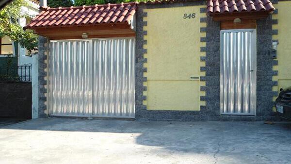Portão de alumínio simples