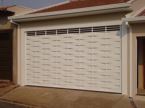Portão de alumínio trançado