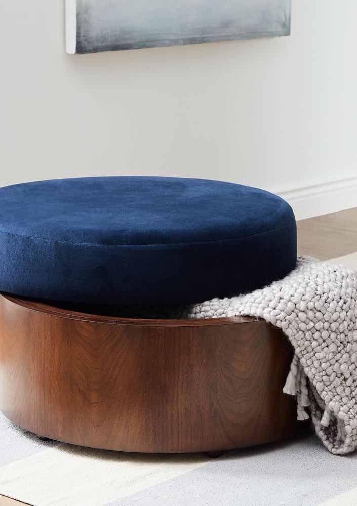 Puff bau de madeira com estofado azul