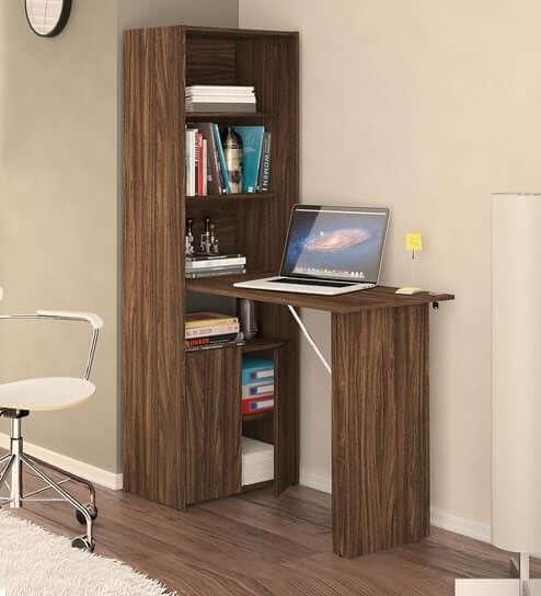Quarto com armário multiuso de canto com mesa