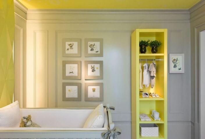 Quarto de bebê menina com décor amarela Projeto de Diego Revollo