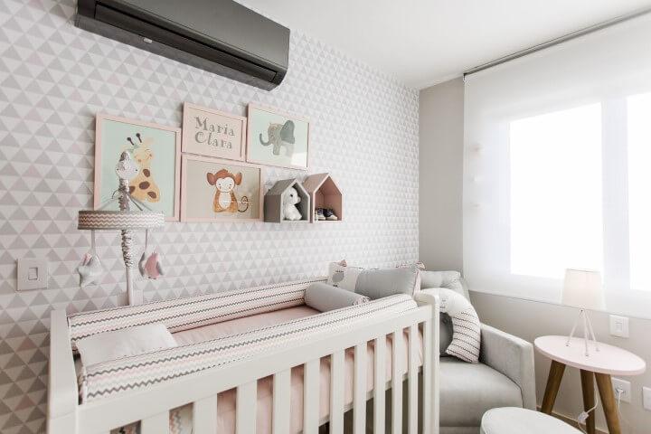 Quarto de bebê menina com decoração neutra Projeto de Nathalia Bilibio