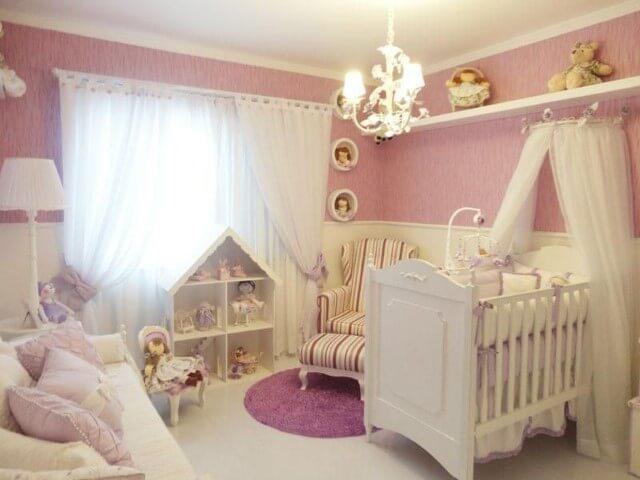 Quarto de bebê menina rosa com muitas bonecas Projeto de Graziela