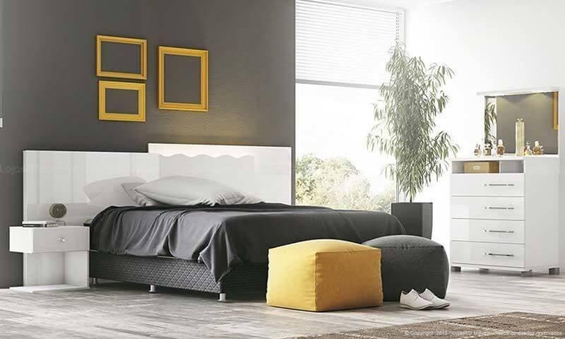 Quarto de casal com puff redondo amarelo e preto Projeto de Lojas KD