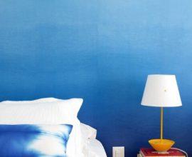 Quarto de solteiro com parede com degrade em tons de azul Projeto de Yamagata