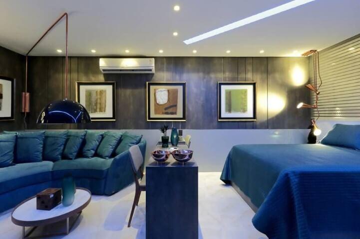 Quarto em tons de azul nos móveis Projeto de Casa Cor Pernambuco 2017