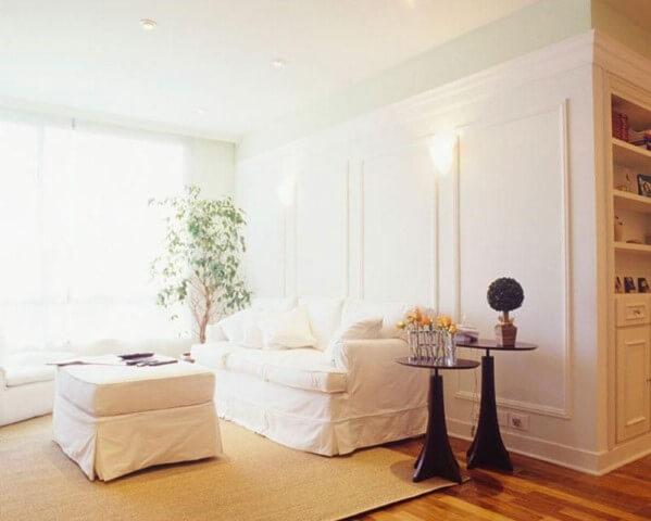 Sala de estar com mesa lateral dupla Projeto de Ana Luisa Previde