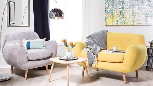 Salas modernas com dois sofás