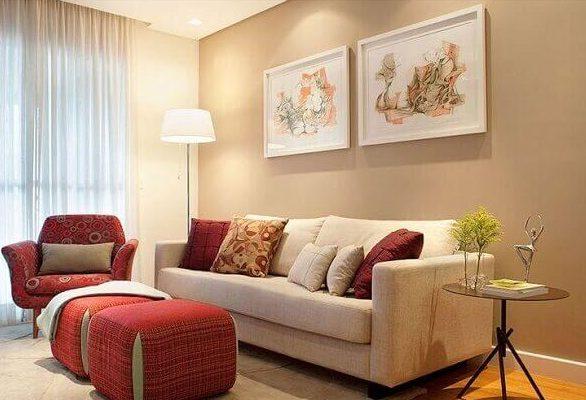 Salas modernas de estar com quadros