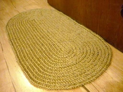 Tapete de crochê oval bege