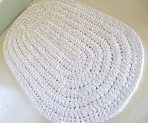 Tapete de crochê oval branco
