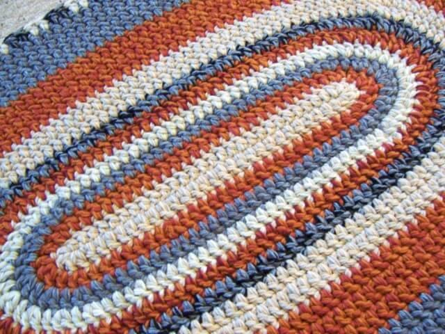 Tapete de crochê oval laranja e azul
