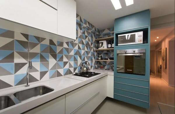 traga diferentes tonalidade do azul para o ambiente da cozinha