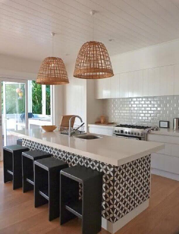 azulejo para cozinha branca planejada com ilha Foto Pinterest