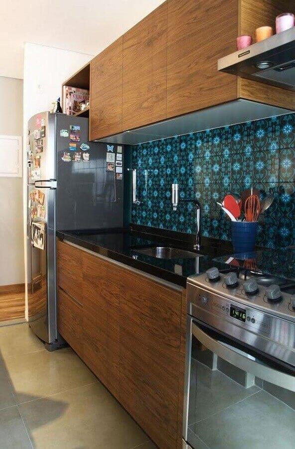 azulejo para cozinha com armários de madeira Foto Assetproject