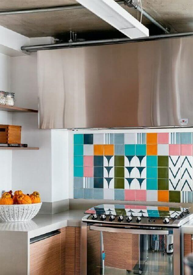 azulejos coloridos para cozinha planejada Foto Pinterest