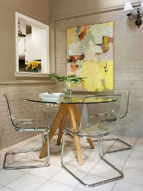 cadeiras de acrílico modernas para mesa redonda de vidro com base de madeira  Foto Pinterest