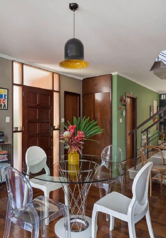 cadeiras de acrílico para mesa redonda de vidro com base simples  Foto Histórias de Casa