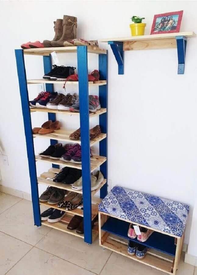 como organizar sapatos gastando pouco com estante de pallets