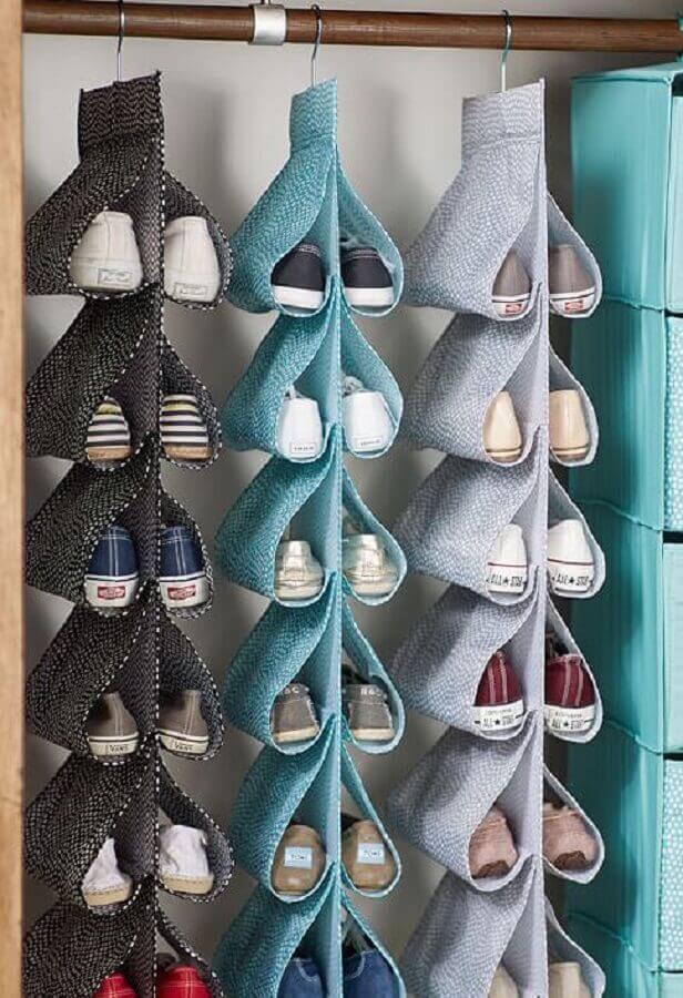 como organizar sapatos no guarda roupa