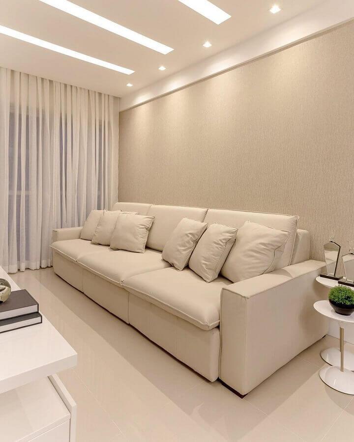 cor bege para sala decorada com mesa lateral redonda branca Foto Pinterest