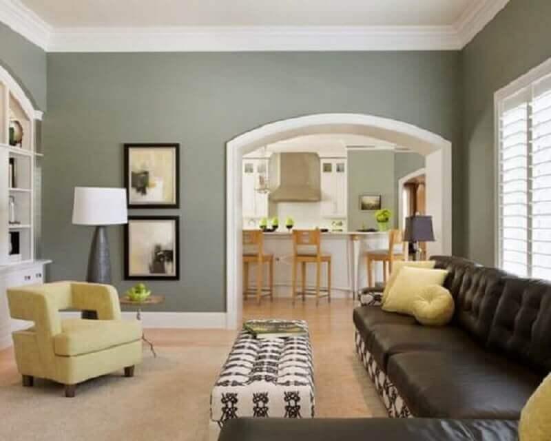 cores de tintas para sala com sofá de couro Foto Projetos Habitissimo