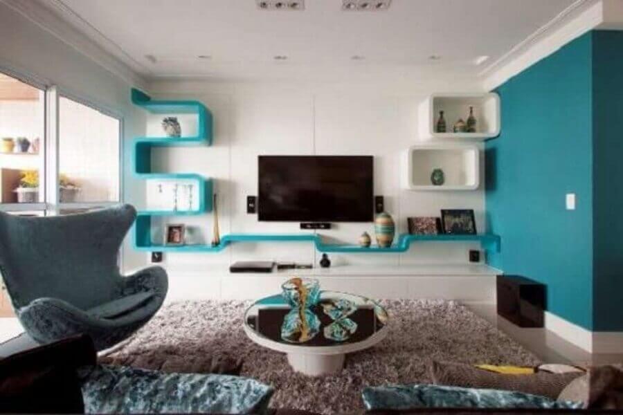 cores para sala branca com detalhes em azul turquesa Foto Belly Wenndy