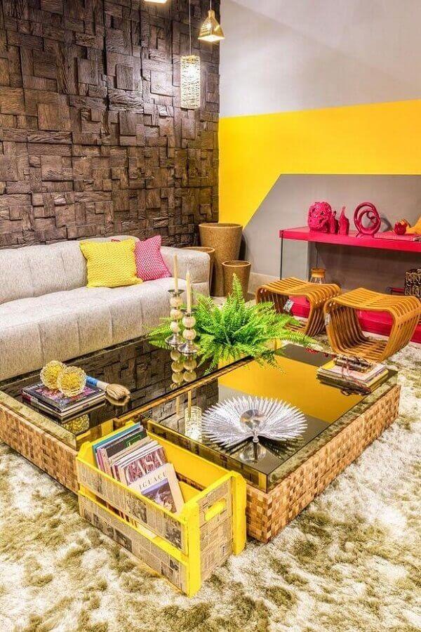cores para sala com revestimento de madeira Foto Carola Duarte
