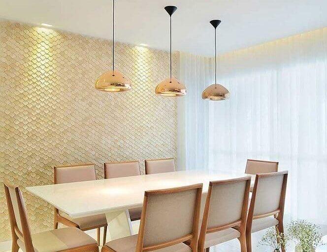 decorção sala de jantar cor bege claro e pendentes rose