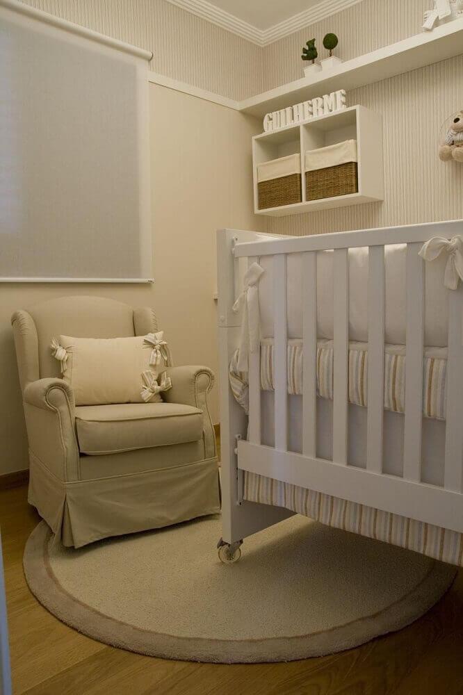 decoração com nichos para quarto de bebê clean