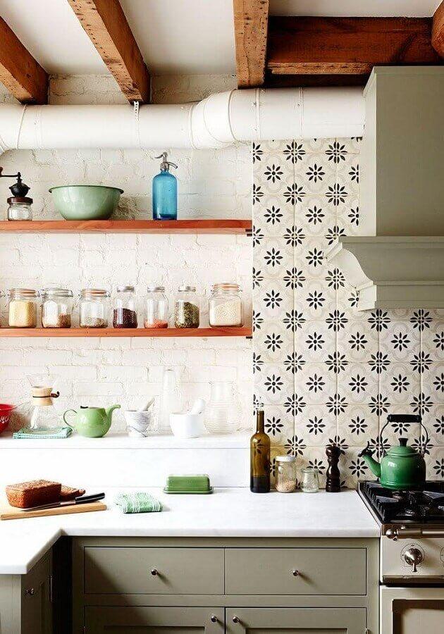 decoração simples com azulejo para cozinha Foto Laurel Bern Interiors