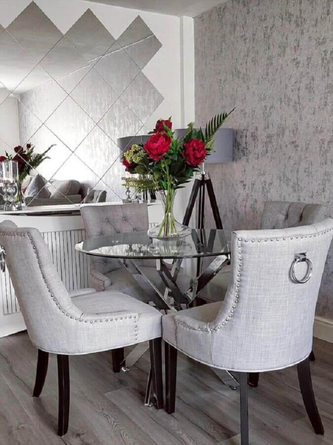 decoração sofisticada para sala de jantar cinza com mesa redonda de vidro  Foto Home Fashion Trend