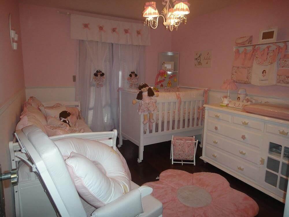 decoração toda rosa para quarto de bebê pequeno