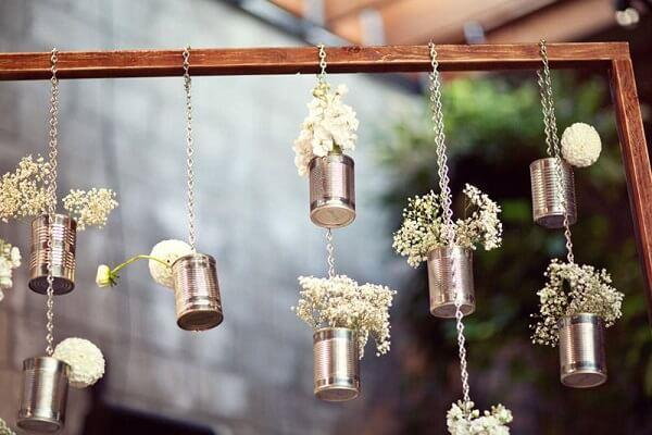 Decore a festa de casamento com latas decoradas