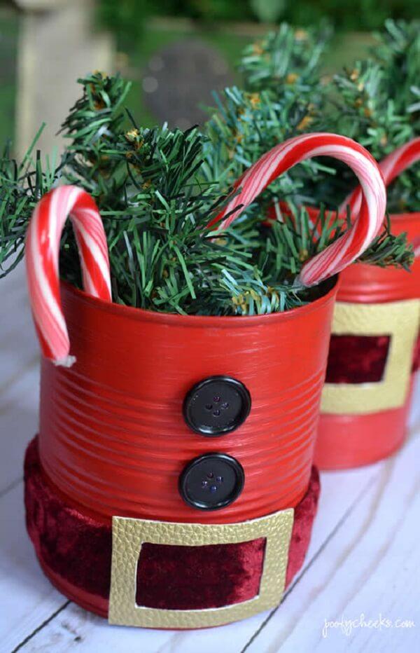 Decore a mesa de Natal com latas decoradas