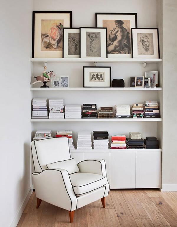 decorar estantes quadros