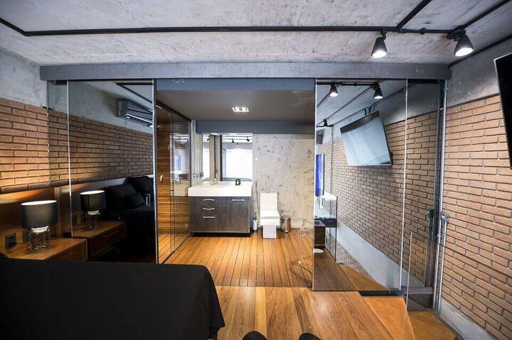 espelho para quarto - quarto com paredes espelhadas